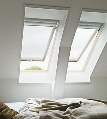 v klopn kyvn st e n okno velux ghl 3073. Black Bedroom Furniture Sets. Home Design Ideas